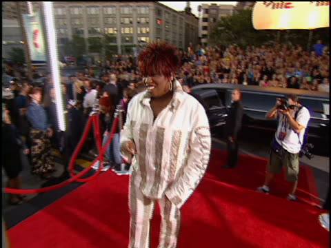 Missy Elliot arriving at Lincoln Center for the 2001 MTV MTV Video Music Awards No audio Wearing a jacket that has a picture of Aaliyah on the back...