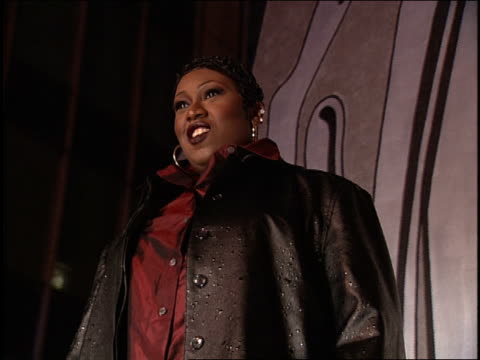 missy elliot on the 1997 mtv mtv video music awardss red carpet - mtv1 stock-videos und b-roll-filmmaterial