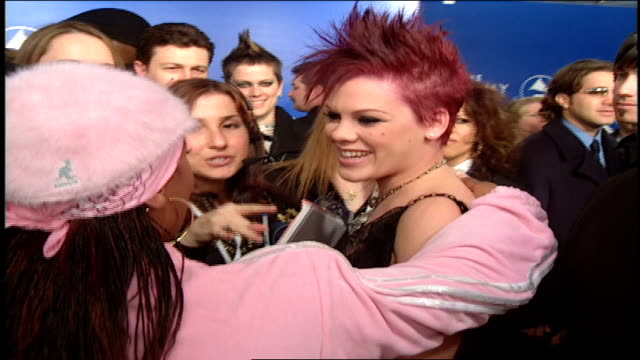 stockvideo's en b-roll-footage met missy elliott and pink backstage at the 2003 45th annual grammy awards - 2003