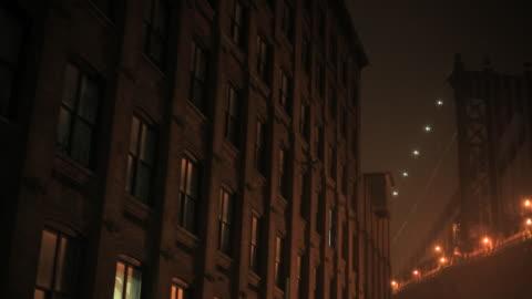 mist covers the manhattan bridge near an apartment building. - apartment stock videos & royalty-free footage