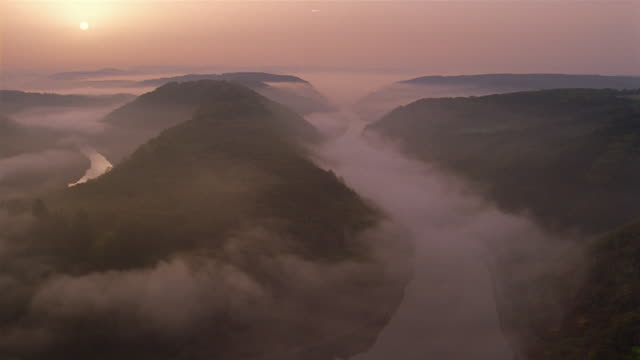 mist covers the saar river in germany. - echtzeit stock-videos und b-roll-filmmaterial
