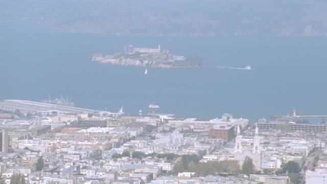 mist fills the sky over alcatraz island in the san francisco bay. - コイトタワー点の映像素材/bロール
