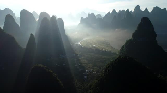 vídeos de stock, filmes e b-roll de mist lijiang - cultura chinesa