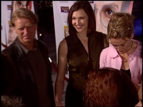 vídeos y material grabado en eventos de stock de misti barnes at the 'shattered glass' premiere at arclight cinemas in hollywood, california on october 19, 2003. - arclight cinemas hollywood