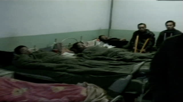 mistreatment of coal miners men in hospital beds pan reporter to camera - 発電所関係の職業点の映像素材/bロール