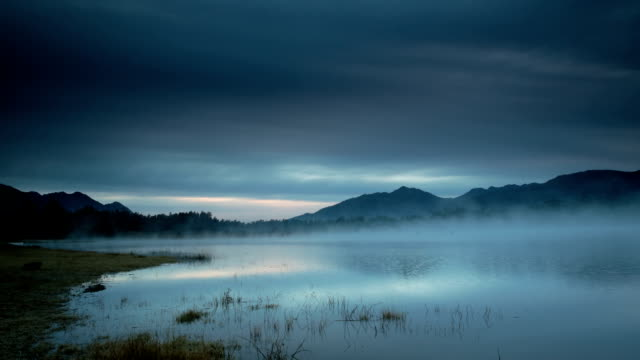 Misty blaues Sonnenaufgang Zeitraffer