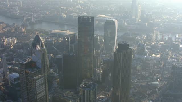 misty city of london - スモッグ点の映像素材/bロール