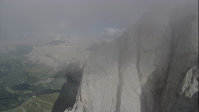 misty clouds gather over the jagged peaks of the swiss alps. available in hd. - ravine stock videos & royalty-free footage