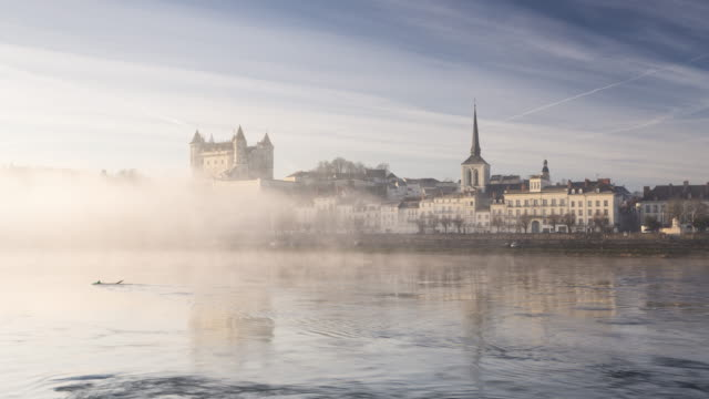 a misty dawn in the city of saumur and its chateau. - etwa 12. jahrhundert stock-videos und b-roll-filmmaterial