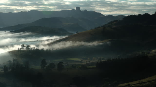 misty landscape in mantiqueira mountains with bau rock on the background - ecoturismo video stock e b–roll
