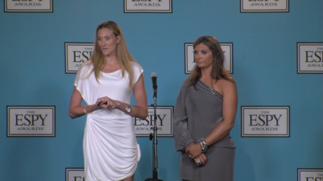 vídeos de stock, filmes e b-roll de misty maytreanor and kerri walsh at the 17th annual espys press room at los angeles ca - espy awards