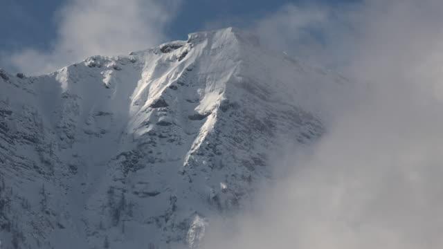 misty mountain top 2 - アッパーオーストリア点の映像素材/bロール