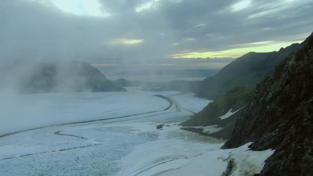 vidéos et rushes de misty view of alaskan glacier - blizzard