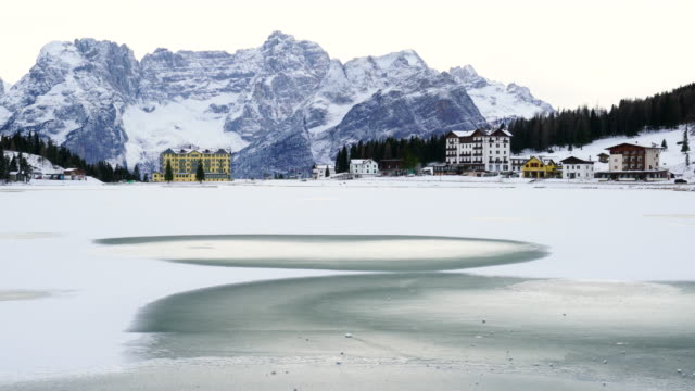misurina lake, mountain range dolomites, italy, europe - dolomiti video stock e b–roll