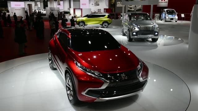 vídeos de stock, filmes e b-roll de mitsubishi motors corp. concept vehicles stand on display at the 43rd tokyo motor show 2013 in tokyo, japan, on thursday, nov. 21 the mitsubishi... - 2013