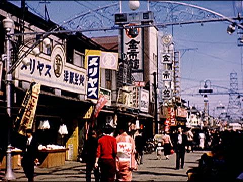 1953 mitsukoshi building, shoeshiners - 百貨店点の映像素材/bロール