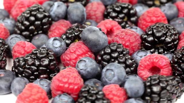vídeos y material grabado en eventos de stock de mezcla bayas - frutas del bosque