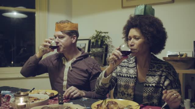 mixed race couple toasting - krone kopfbedeckung stock-videos und b-roll-filmmaterial