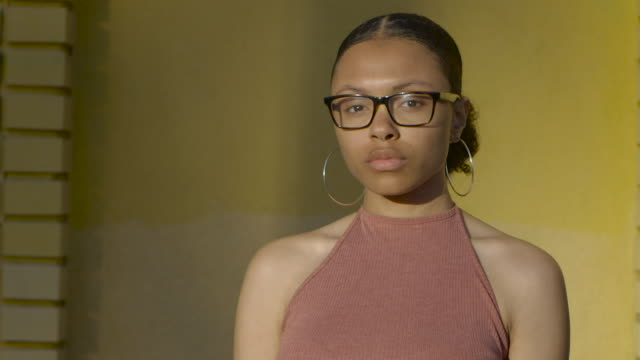 mixed race teen portrait - ohrring stock-videos und b-roll-filmmaterial