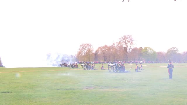 mixed views of the event as the king's troop royal horse artillery mark the queen's 86th birthday queen elizabeth ii 86th birthday gun salute at hyde... - royal horse artillery stock videos and b-roll footage