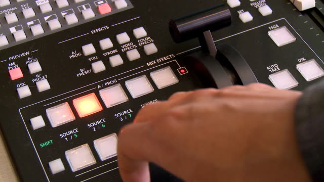 mixing board - rundfunk stock-videos und b-roll-filmmaterial