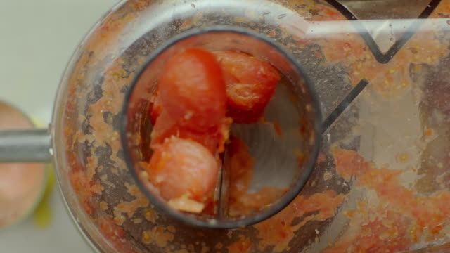 Mixing Cherry tomato in blender