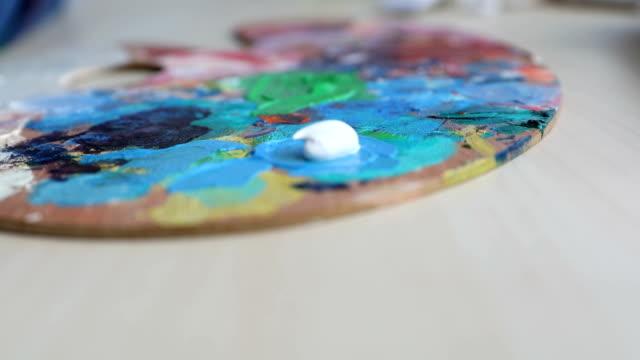 die kombination von farben  - pinsel stock-videos und b-roll-filmmaterial