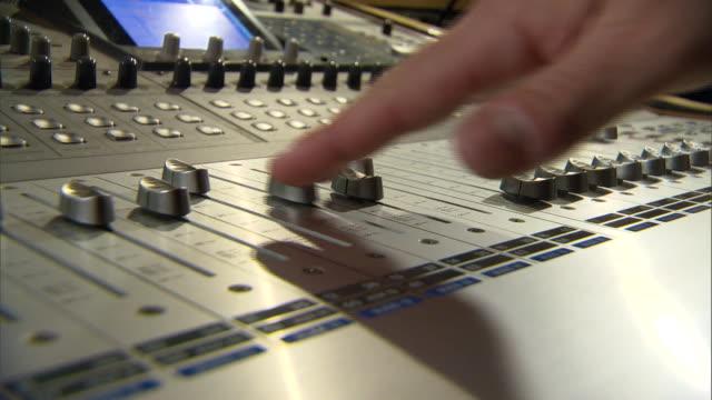 vídeos de stock, filmes e b-roll de mixing console - decoração