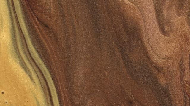 vídeos y material grabado en eventos de stock de mezcla de pinturas acrílicas de oro en líquido. macro. - marmolizado