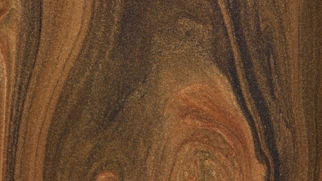 vídeos y material grabado en eventos de stock de mezcla de pinturas acrílicas de oro en líquido. macro. - acrílico