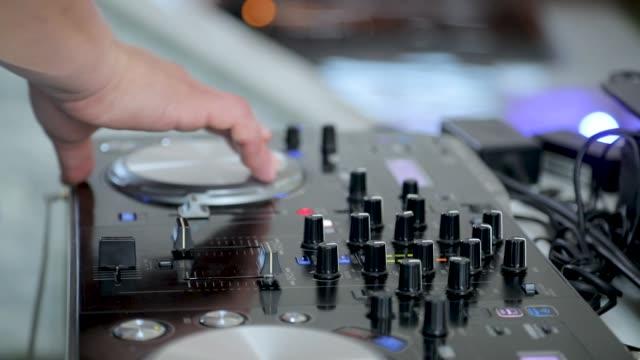vídeos de stock e filmes b-roll de dj mixing outdoors - dj