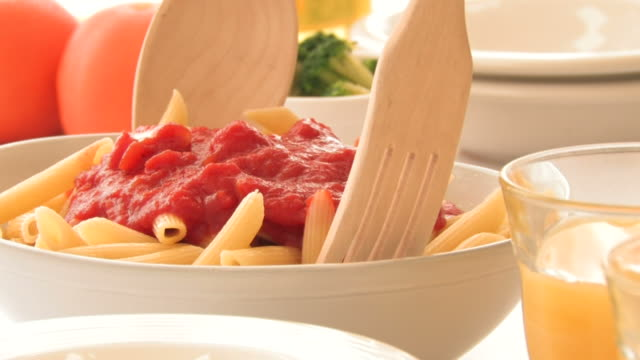 cu mixing pasta and tomato sauce with wooden fork and spoon - tomatensoße stock-videos und b-roll-filmmaterial