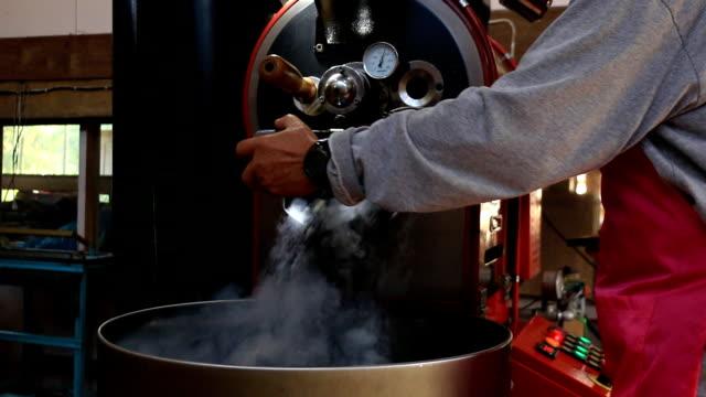ミキシング焙煎コーヒー - モカ点の映像素材/bロール