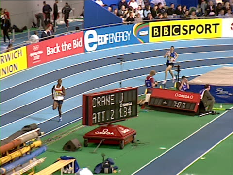 Mo Farah takes the lead in the men's 3000m indoor final at the Aviva European Trails