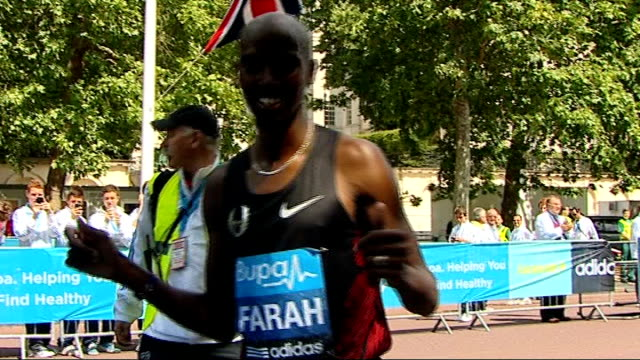 mo farah wins bupa 10000 metres race in london england london the mall ext start line for the bupa 10000 metres race with runners lined up hooter... - world record stock videos and b-roll footage