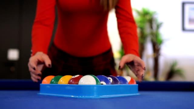 vídeos y material grabado en eventos de stock de mo lento - permite jugar billar - salón de billares