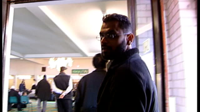 moazzam begg claims he offered to help government secure release of british hostage alan henning; t10030646 / tx 10.3.2006 birmingham central mosque:... - moazzam begg stock videos & royalty-free footage