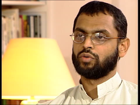 vídeos de stock, filmes e b-roll de former guantanamo bay detainee england int logo on screen moazzam begg interview sot his name was ian / there was two there was another female with... - moazzam begg