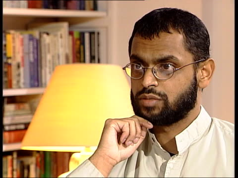 vídeos de stock, filmes e b-roll de former guantanamo bay detainee england int moazzam begg interview sot one of the british officers i'd seen before in britain/ i'd spoken to him... - moazzam begg