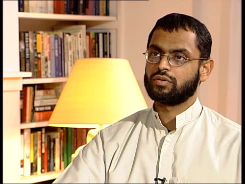 vídeos de stock, filmes e b-roll de former guantanamo bay detainee int moazzam begg interview sot i'd met them before on a couple of occasions in london / we have some similar beliefs... - moazzam begg