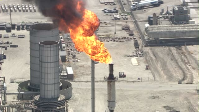 pkg mobil refinery power failure on may 30 2013 in torrance california - exxon stock videos & royalty-free footage