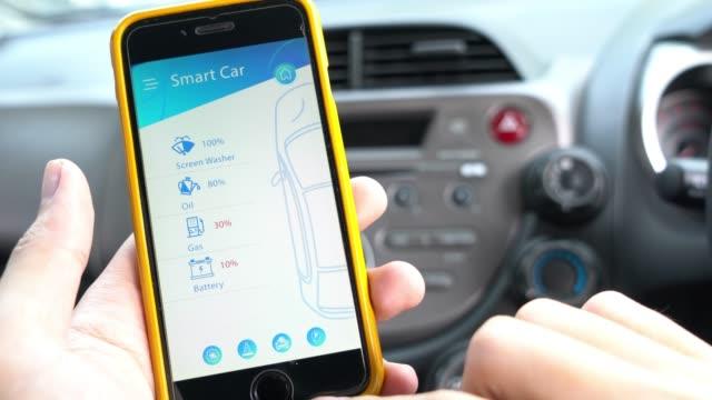 mobile anwendung für smart auto und remote fahrzeugbeherrschung - konzeptauto stock-videos und b-roll-filmmaterial