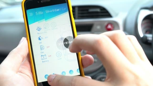 スマートな車とリモート車の制御のためのモバイル アプリケーション - 操作する点の映像素材/bロール