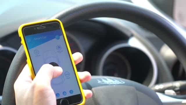 mobile anwendung für smart auto und fernbedienung - konzeptauto stock-videos und b-roll-filmmaterial