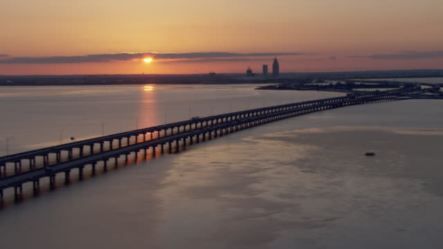 mobile bay, alabama at sunset with view of highways and skyscrapers. - autostrada interstatale americana video stock e b–roll