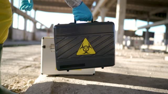 laboratorio mobile per lavorare sul campo - armi di distruzione di massa video stock e b–roll
