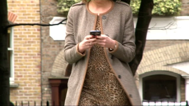 vídeos y material grabado en eventos de stock de mobile phone and tablet users warned about fraudsters england london ext setup shots of annalaise gibbons walking whilst using her mobile phone close... - t mobile