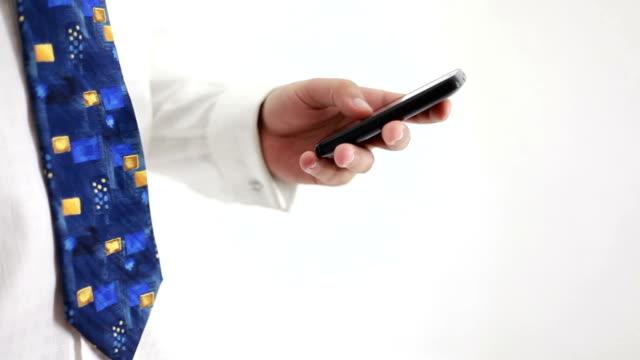 vídeos y material grabado en eventos de stock de de alta definición; teléfono móvil & fondo verde y blanco - a la izquierda de