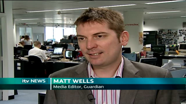 news of the world royal editor charged int matt wells interview sot describes anecdotal evidence that it is common for tabloid journalists to use... - 盗聴点の映像素材/bロール
