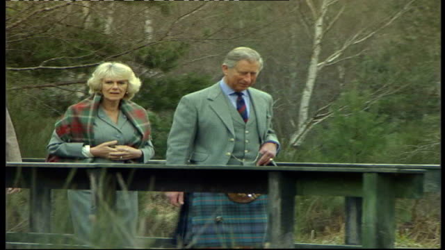 news of the world royal editor charged r20040617 scotland deeside muir of dinnet national nature reserve ext prince charles and camilla duchess of... - charles bridge stock-videos und b-roll-filmmaterial